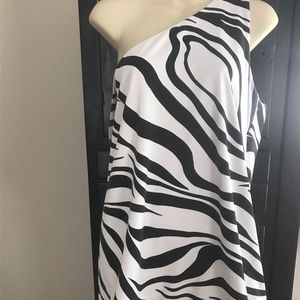 Blk wht one shoulder top